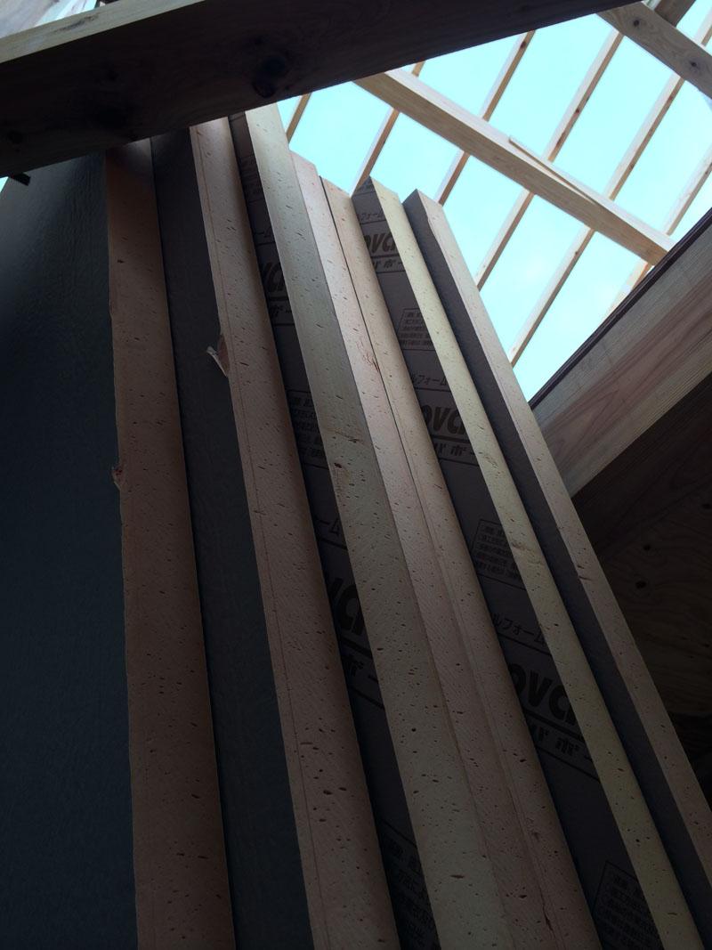垂木と断熱で屋根工事が進む_a0148909_209374.jpg