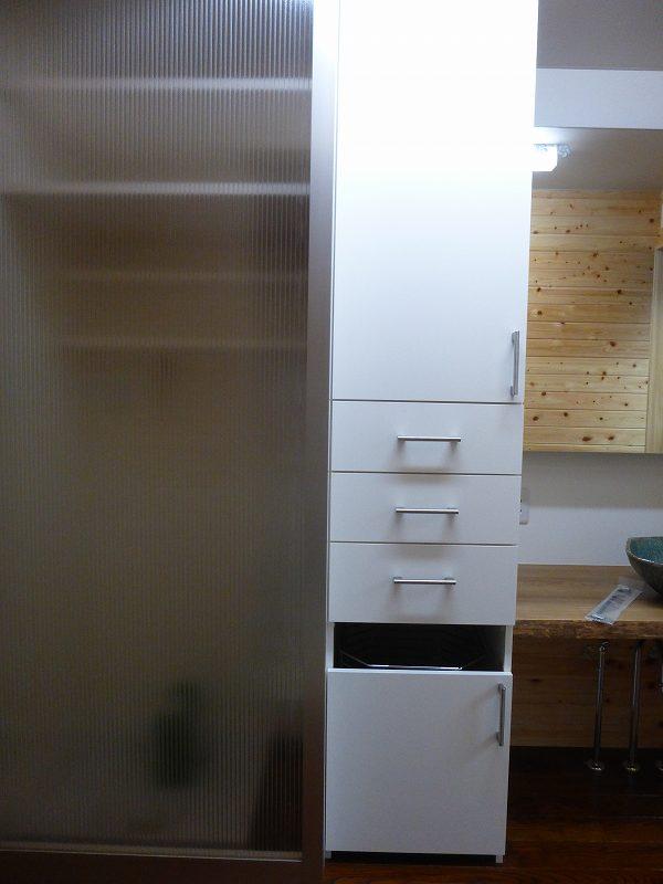 洗濯置き場ハンガードア_e0042581_9501877.jpg
