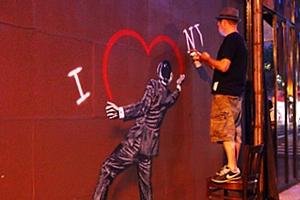 """2年経っても消されないNick Walkerさんのグラフティ・アート、\""""I ♥ NY\""""壁画_b0007805_21114974.jpg"""