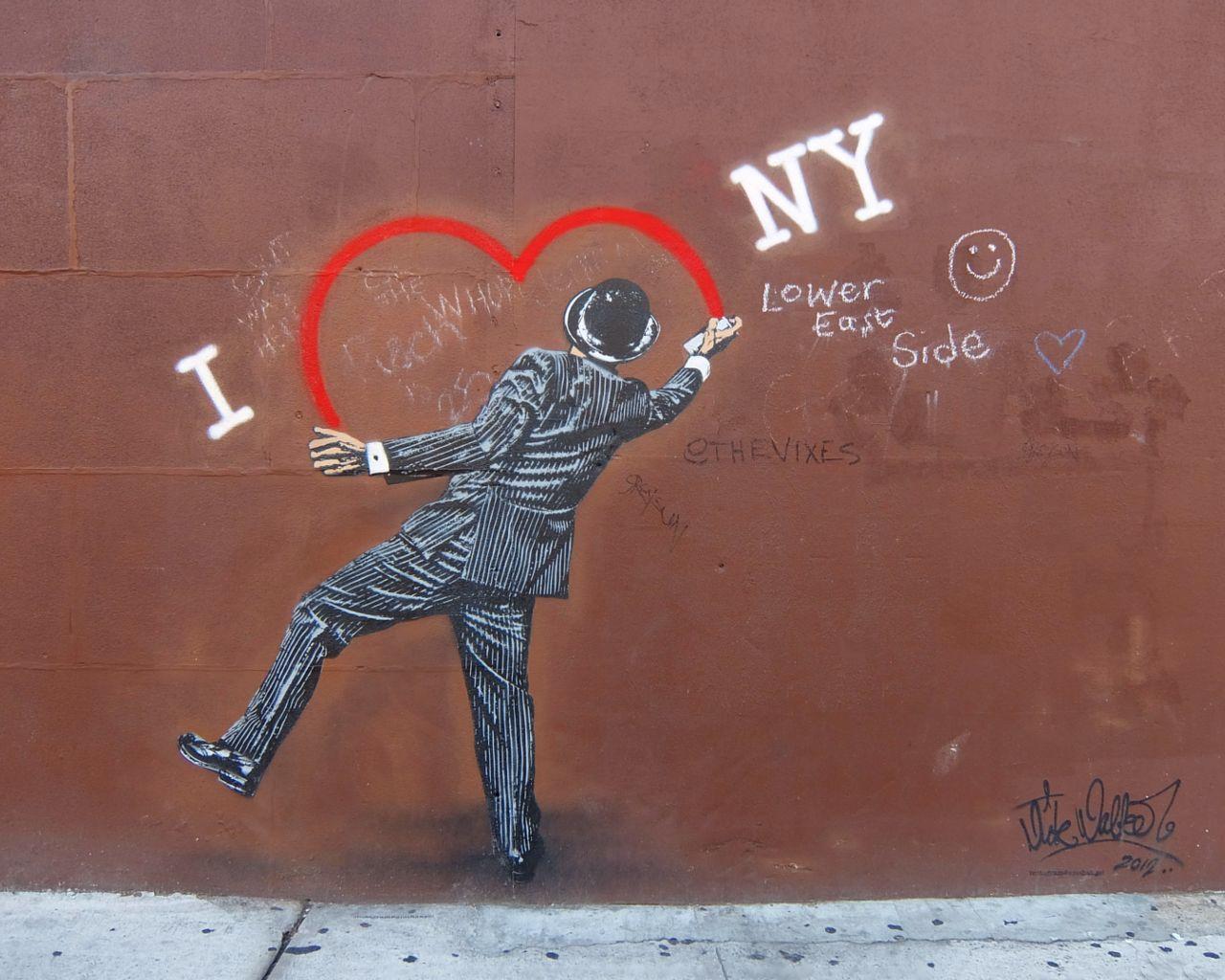 """2年経っても消されないNick Walkerさんのグラフティ・アート、\""""I ♥ NY\""""壁画_b0007805_2117663.jpg"""
