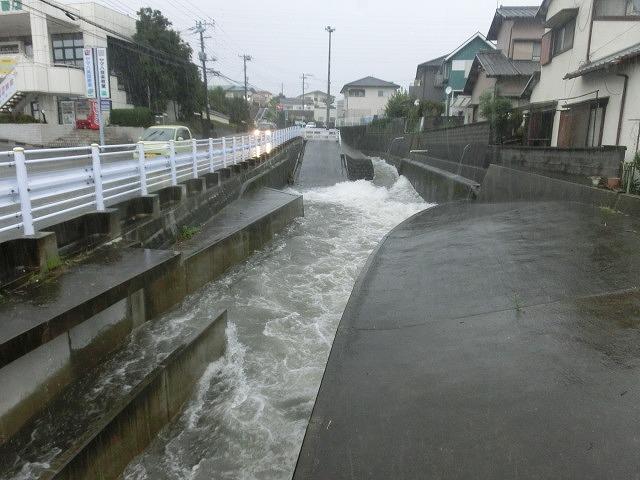 台風18号はこれから数時間が最も危険 万全な態勢で!_f0141310_7531376.jpg