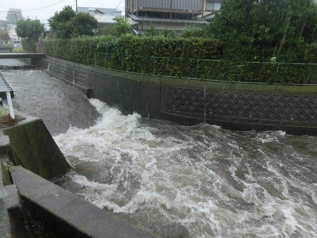 台風18号はこれから数時間が最も危険 万全な態勢で!_f0141310_7541381.jpg