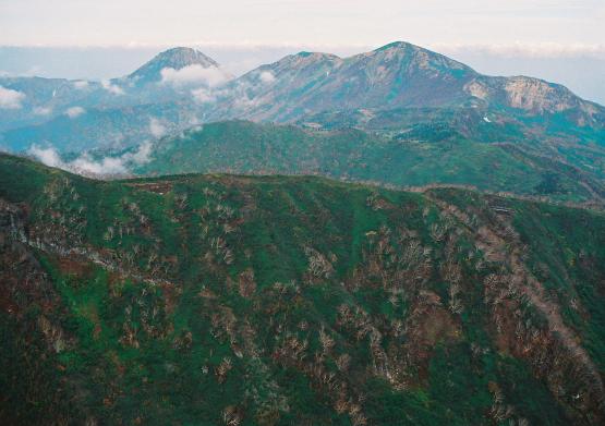 湿原やお花畑など変化が豊かな山容の異なる名山の縦走_a0113718_12232323.jpg