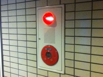 火災報知器が鳴っている_b0002954_8311540.jpg