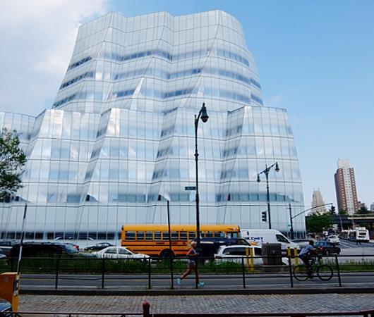 NYのフランク・ゲーリー建築の代表作の1つ、IAC本社ビル_b0007805_22204693.jpg