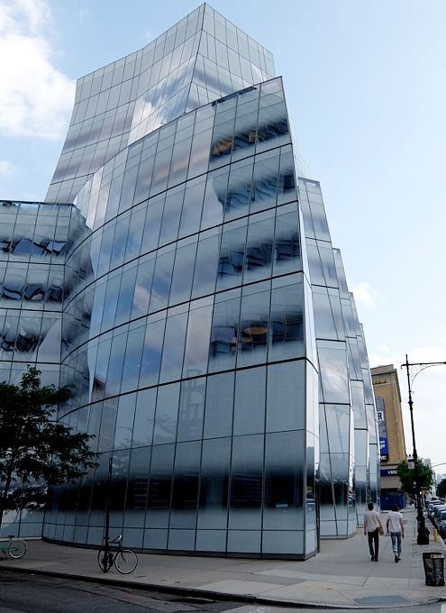NYのフランク・ゲーリー建築の代表作の1つ、IAC本社ビル_b0007805_22214073.jpg