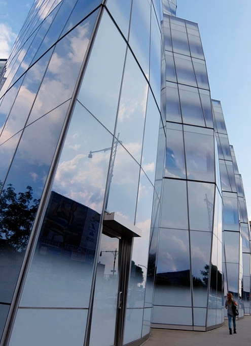 NYのフランク・ゲーリー建築の代表作の1つ、IAC本社ビル_b0007805_22231856.jpg