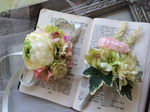 花冠とおそろいのブートニアとリストブーケ_e0128024_14341128.jpg