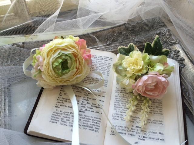 花冠とおそろいのブートニアとリストブーケ_e0128024_14341149.jpg
