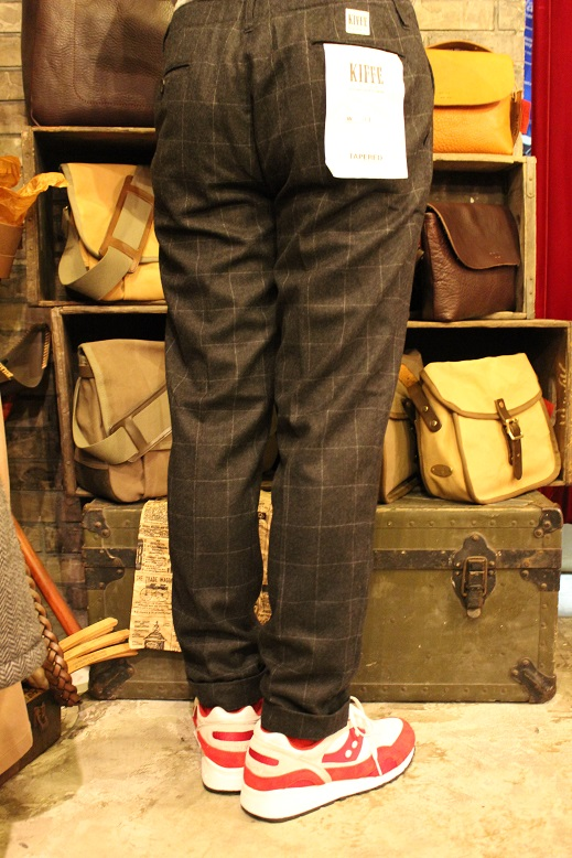 "KIFFE ""WOOL STRETCH TAPERED PANTS\"" & KAMO_f0191324_12174781.jpg"