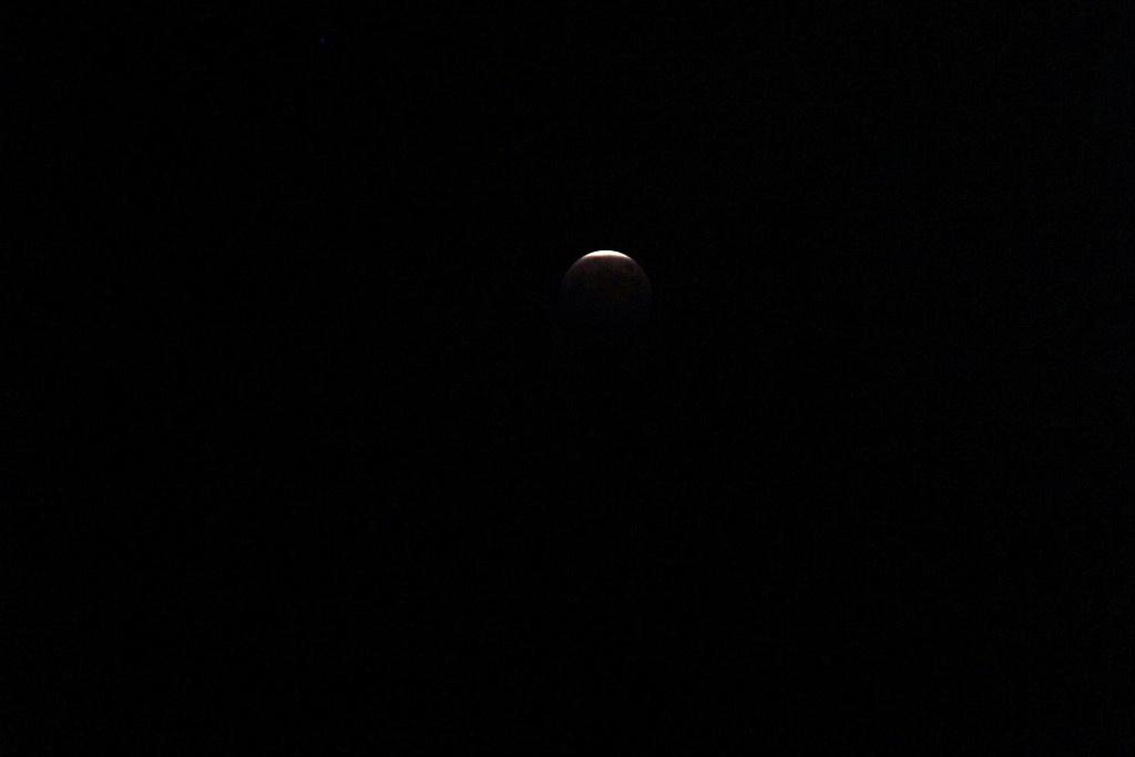 皆既月食をなんとかパチリ_c0011649_2251217.jpg