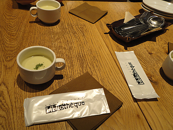 cafe&books bibliothequeでシェアセット_e0230011_1740673.jpg