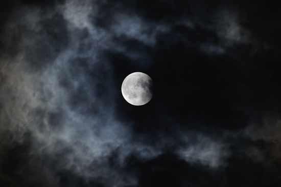昨夜の皆既月食_e0097534_1542562.jpg