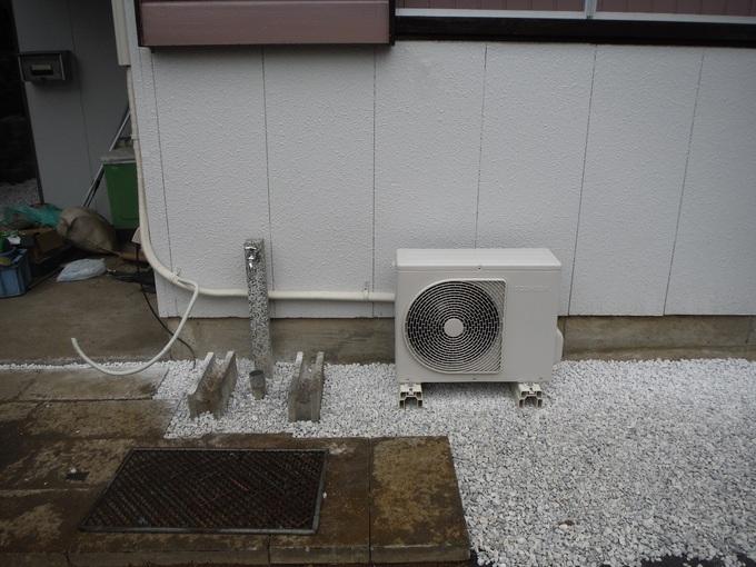 中古住宅リフォーム ~ エアコン取付_d0165368_861212.jpg