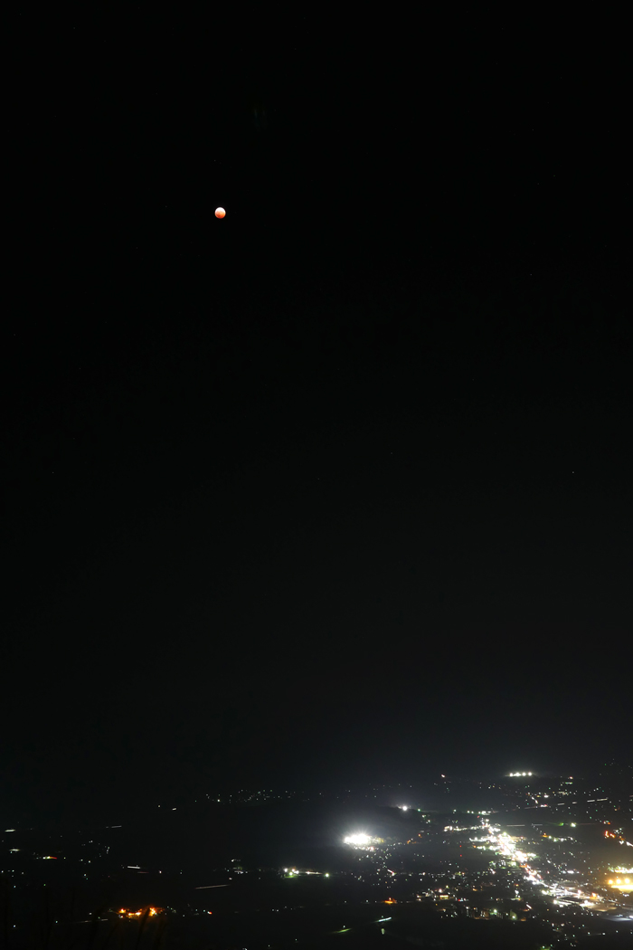 皆既月食  天空の赤い月_a0087133_1141232.jpg