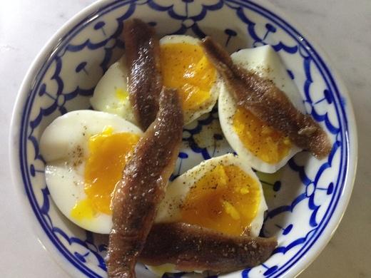 アンチョビとゆで卵のバターのせ_a0136671_044288.jpg