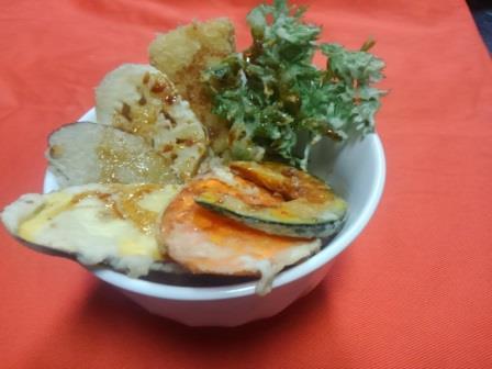自然食 野菜天丼 人気です_b0219977_7572828.jpg