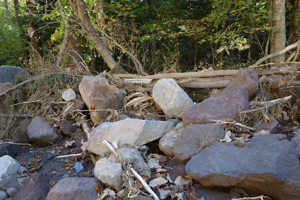 恵庭岳登山口の現状、10月9日_f0138096_15295436.jpg