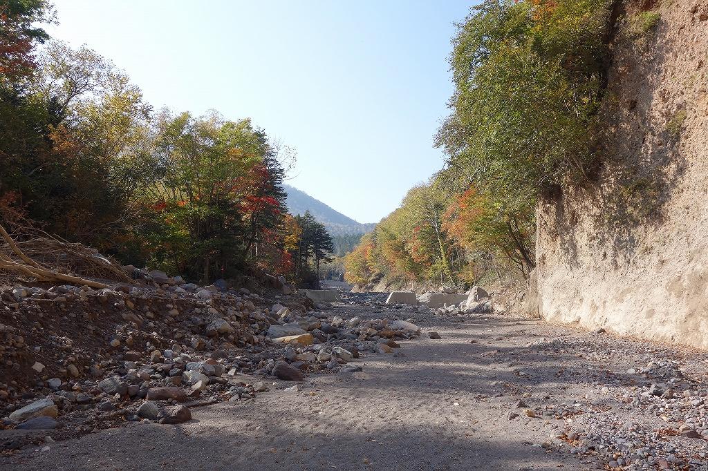 恵庭岳登山口の現状、10月9日_f0138096_1530334.jpg