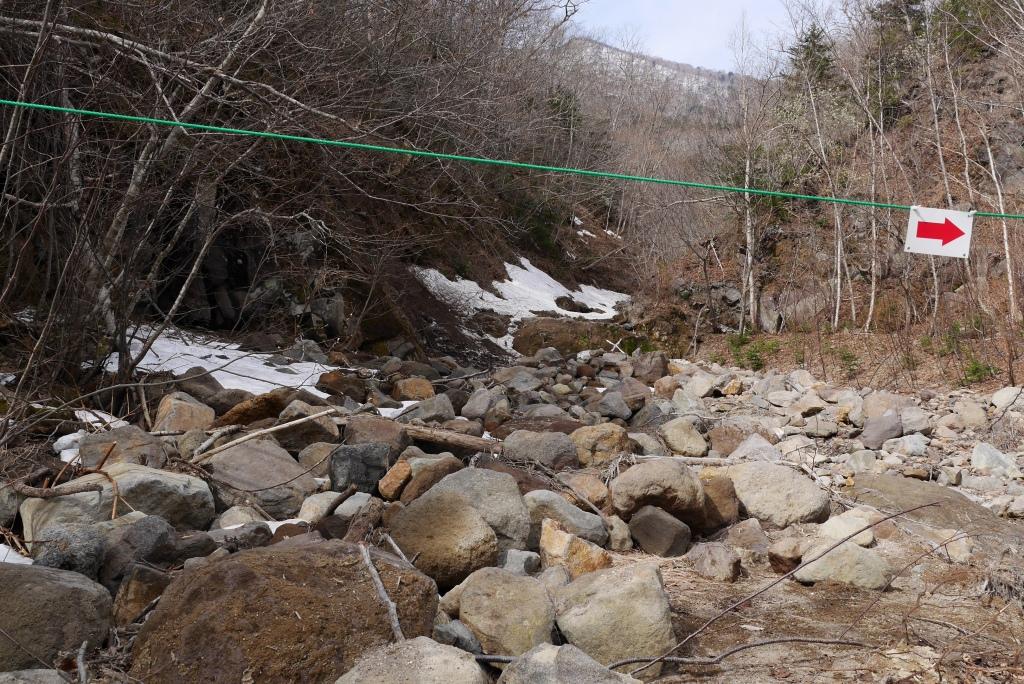 恵庭岳登山口の現状、10月9日_f0138096_15303438.jpg