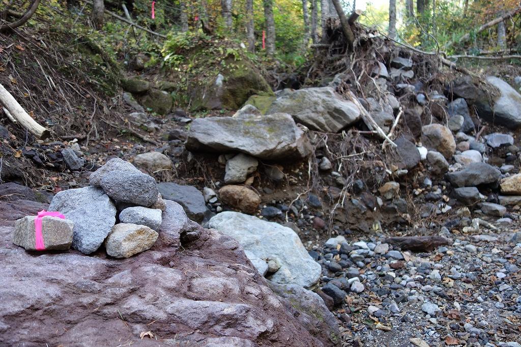 恵庭岳登山口の現状、10月9日_f0138096_1530435.jpg