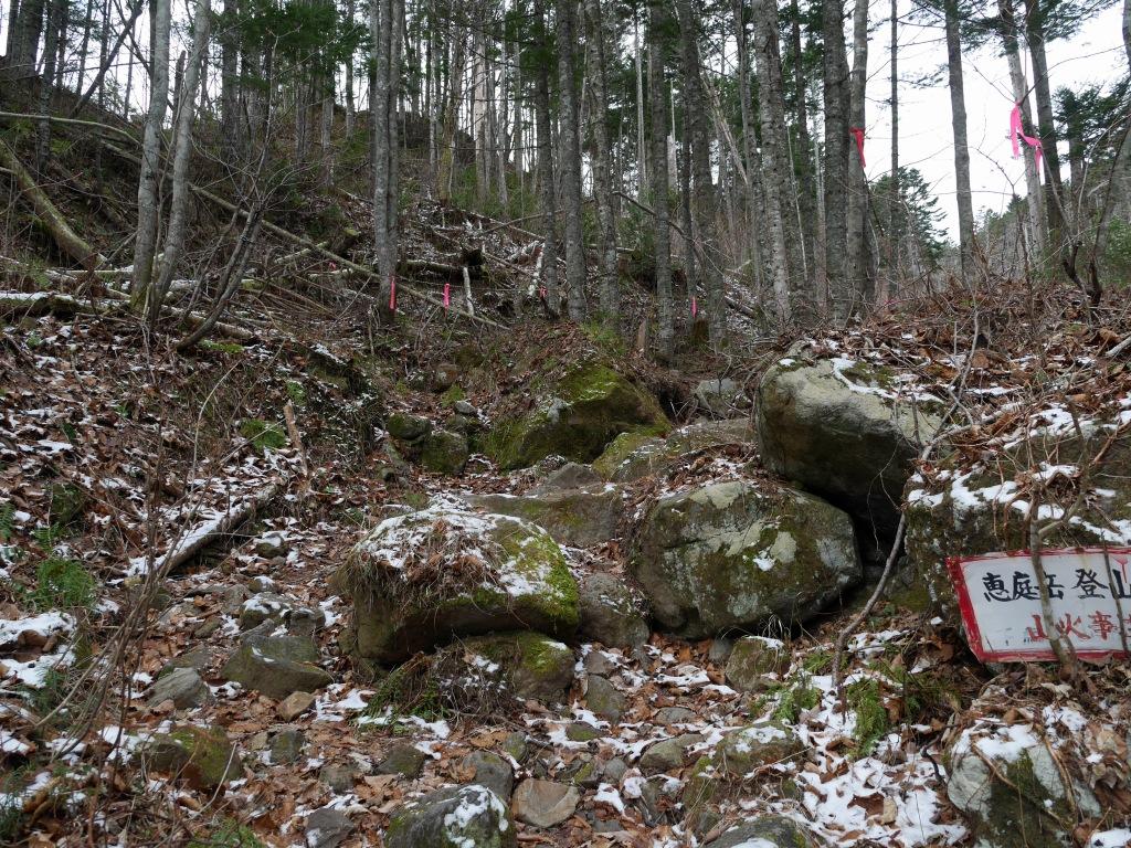 恵庭岳登山口の現状、10月9日_f0138096_15305184.jpg