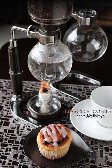 サイフォンコーヒーとシナモンロール_b0225758_22203049.jpg