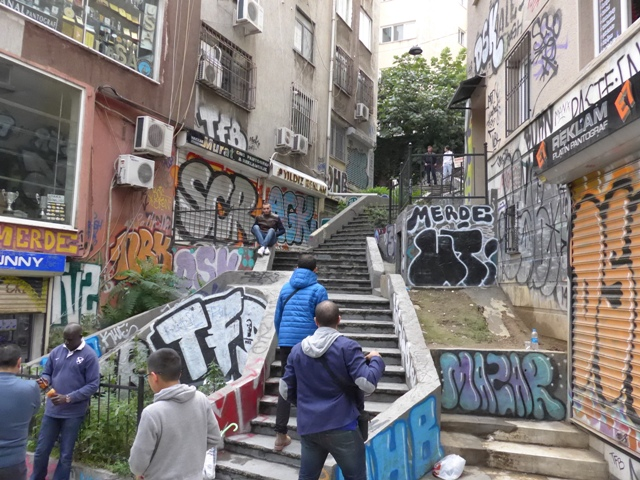 イスタンブールへ行く。⑧ ~濡れバーガーがマズい話~_f0232060_2340371.jpg