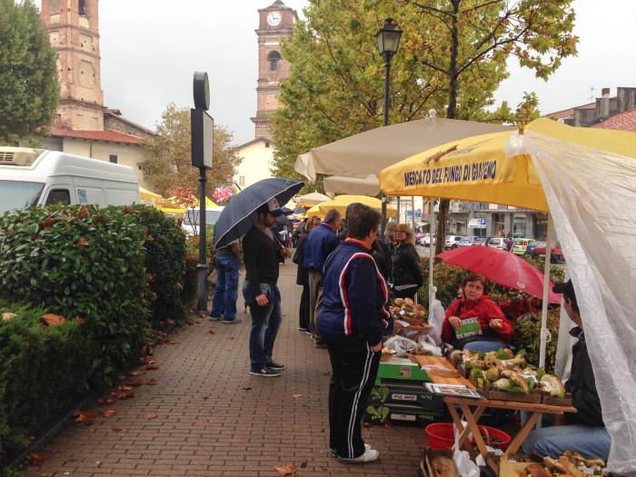 """イタリアの秋の恵み🍁 \""""ジャヴェーノのポルチーニ茸祭り\"""" Festa del Fungo a Giaveno_b0246303_22363517.jpg"""