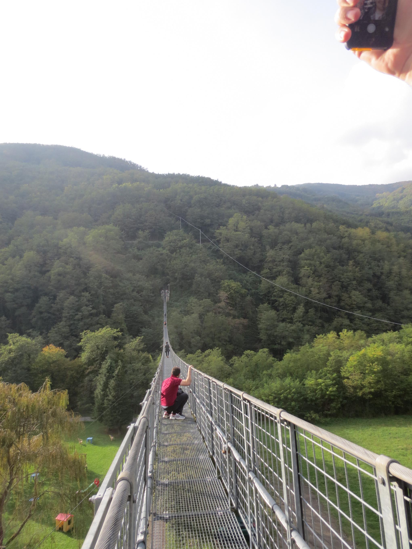 イタリアにこんな橋があった!!イタリア人もビビりまくる吊り橋_c0179785_15574515.jpg