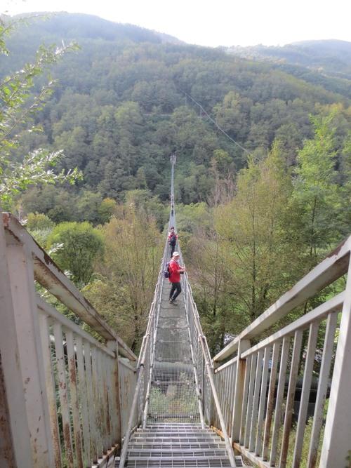 イタリアにこんな橋があった!!イタリア人もビビりまくる吊り橋_c0179785_15581028.jpg