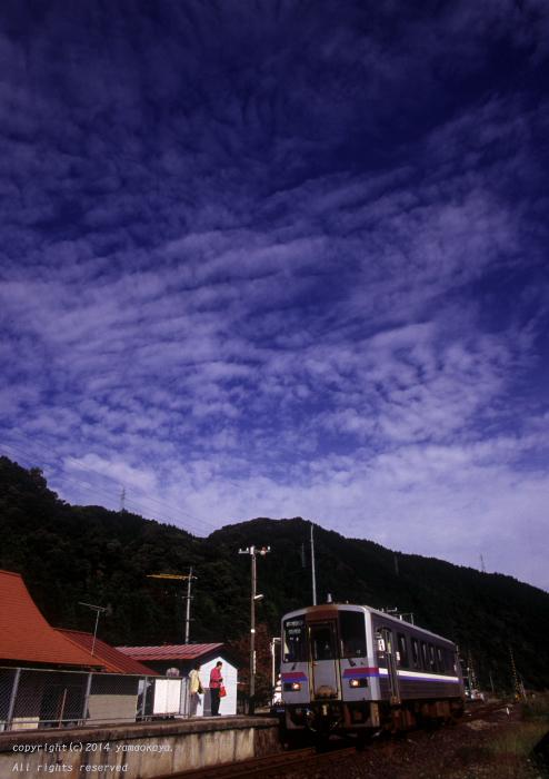 秋空の駅で_d0309612_23462845.jpg