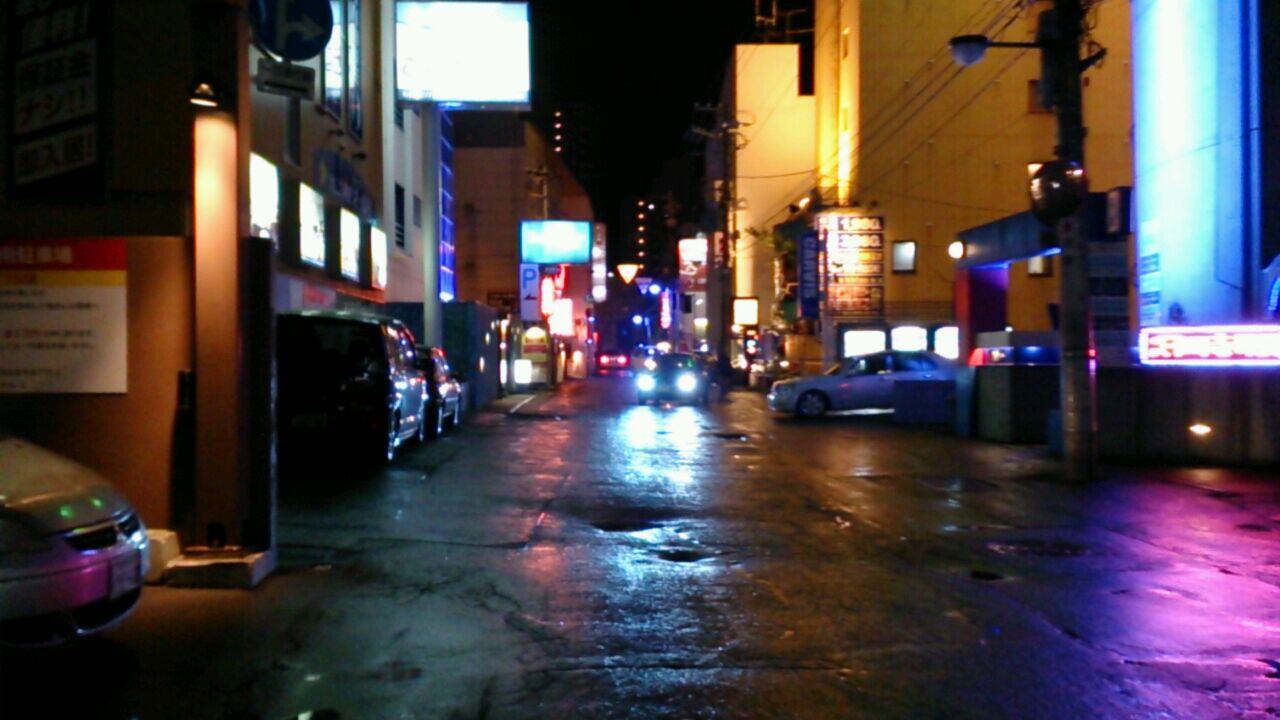 深夜のすすきのど真ん中で、老舗ラーメン_e0252304_1794724.jpg