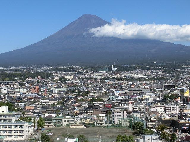 今朝はっきり確認 私にとって今年の富士山の初雪_f0141310_7261559.jpg