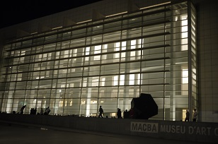 ④「MUSEU D´ART CONTEM PORANI」とスケボー少年たち=スペイン・バルセロナ編=_f0226293_1210945.jpg