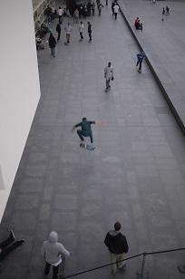 ④「MUSEU D´ART CONTEM PORANI」とスケボー少年たち=スペイン・バルセロナ編=_f0226293_1284534.jpg