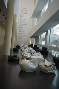 ④「MUSEU D´ART CONTEM PORANI」とスケボー少年たち=スペイン・バルセロナ編=_f0226293_128549.jpg
