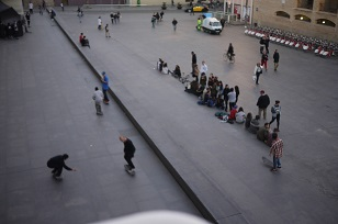 ④「MUSEU D´ART CONTEM PORANI」とスケボー少年たち=スペイン・バルセロナ編=_f0226293_1285858.jpg
