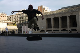 ④「MUSEU D´ART CONTEM PORANI」とスケボー少年たち=スペイン・バルセロナ編=_f0226293_1293718.jpg
