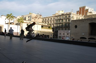 ④「MUSEU D´ART CONTEM PORANI」とスケボー少年たち=スペイン・バルセロナ編=_f0226293_1294437.jpg