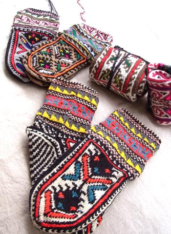 イランのおばあちゃんの手編み靴下2014_d0156336_8495630.jpg