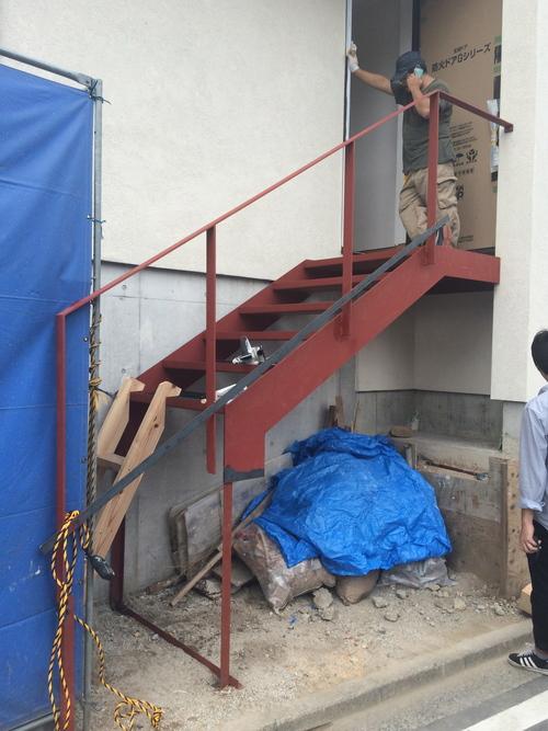 鉄骨階段が取り付けられました!_a0148909_20153951.jpg