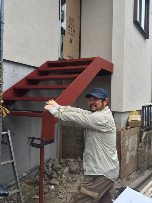 鉄骨階段が取り付けられました!_a0148909_20184250.jpg