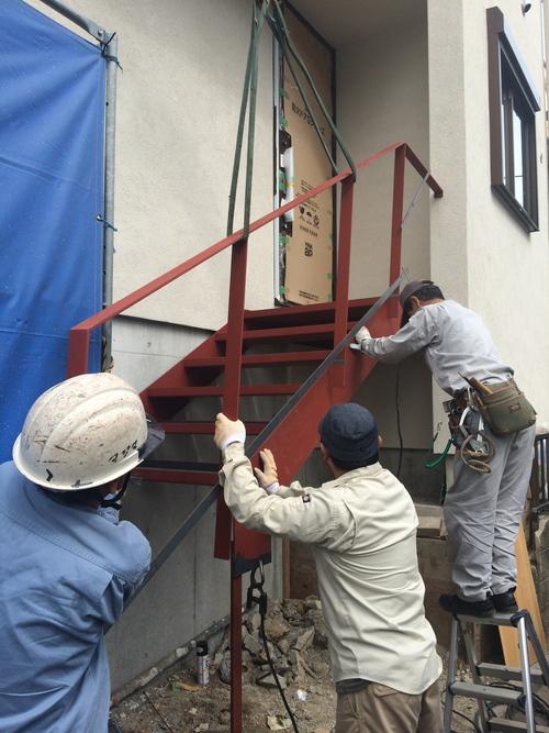 鉄骨階段が取り付けられました!_a0148909_20223672.jpg