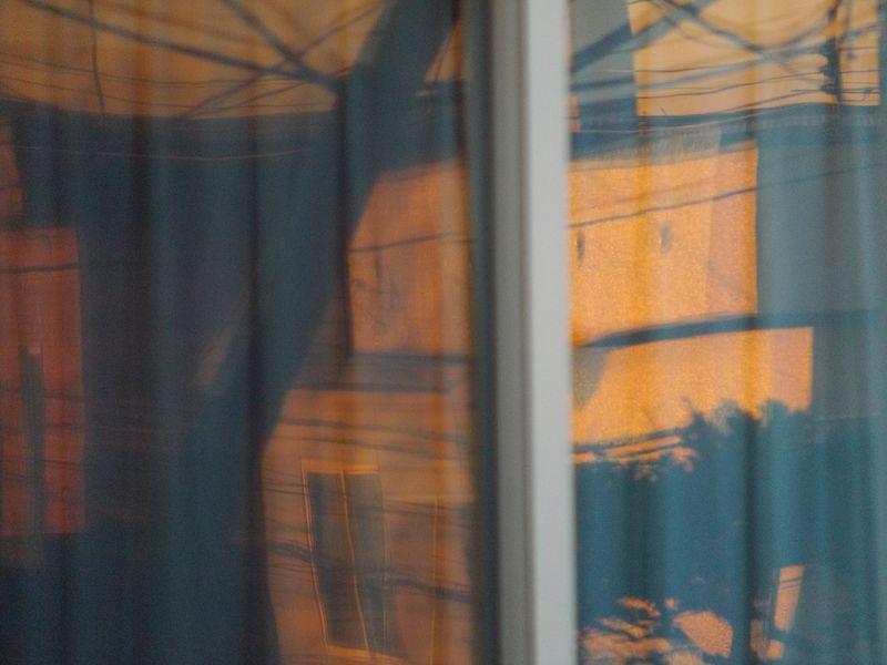 窓に映る夕景_c0025115_22495668.jpg