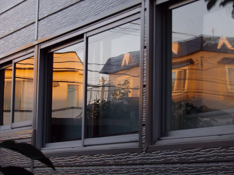 窓に映る夕景_c0025115_22500682.jpg
