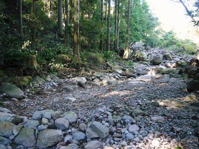 リューバ―ダムが・・・。山奥の川はこの時期干上がっています!_a0254656_17232974.jpg