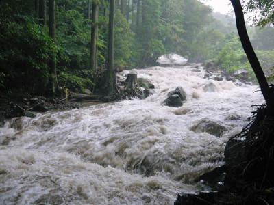 リューバ―ダムが・・・。山奥の川はこの時期干上がっています!_a0254656_18262235.jpg