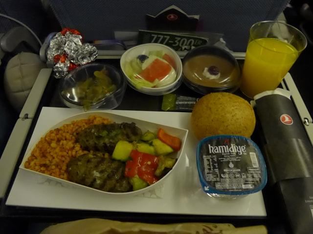 イスタンブールへ行く。⑪ ~機内食がイケてた話~_f0232060_22423432.jpg
