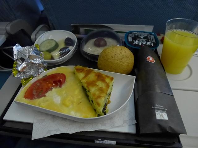 イスタンブールへ行く。⑪ ~機内食がイケてた話~_f0232060_22453586.jpg